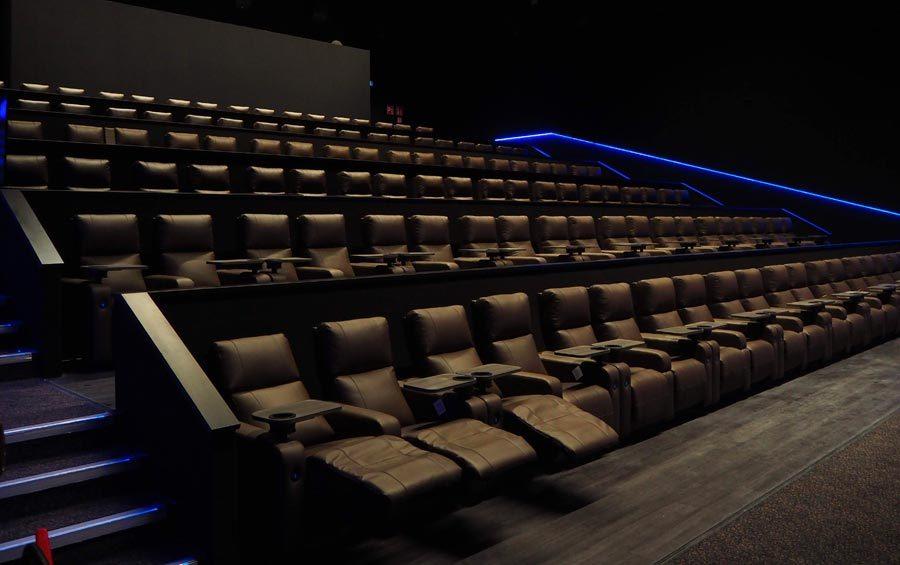 UCI Cinema interno sala poltrone poggiapiedi